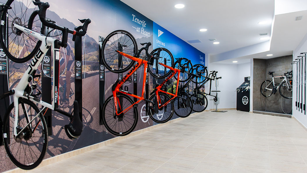 Cycling Center A private space to rent or store your bike, protected with a padlock and that you can open with your magnetic key. In addition, we offer you a workshop and tools service and a washing center. If you prefer not to transport your equipment, at Cycling Friendly you have everything you need to practice your favorite sport. Discover routes throughout Tenerife!